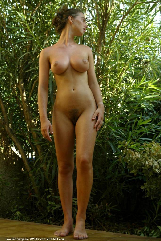 nude girl Chloe met art